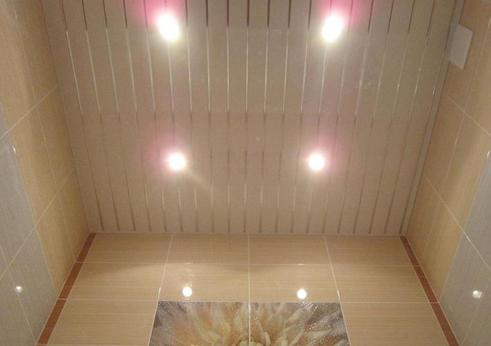 Ремонт потолка панелями