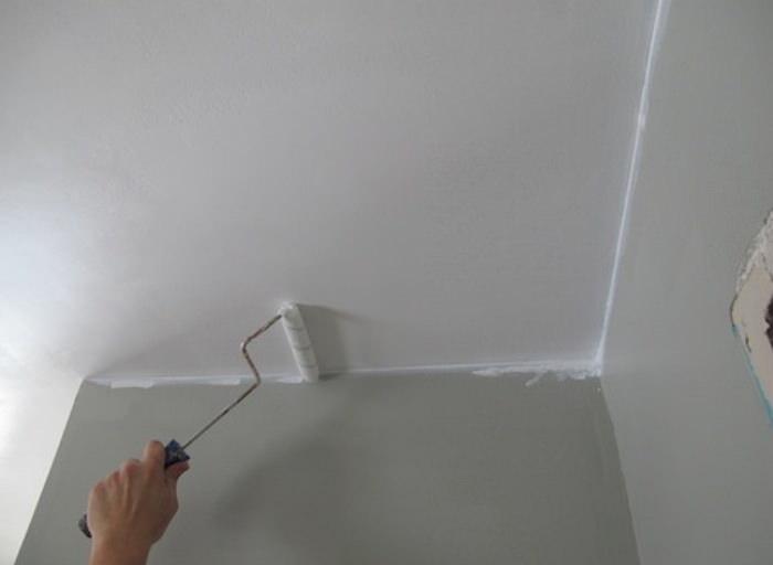 Покраска в ванной потолочного покрытия