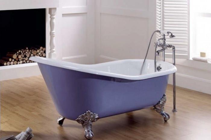 Большая ванна из чугуна на ножках