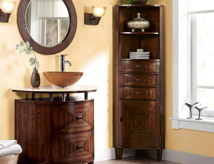 Деревянный пенал в ванную