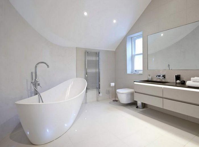 Дизайн ванной комнаты с отдельно стоящей ванной