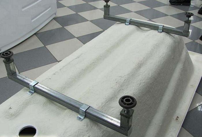 Монтаж акриловой ванны на опорные ножки