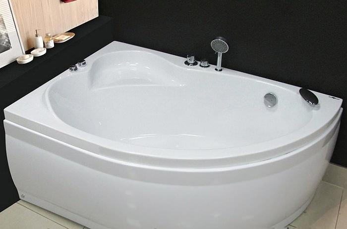Асимметричная угловая ванна из акрила