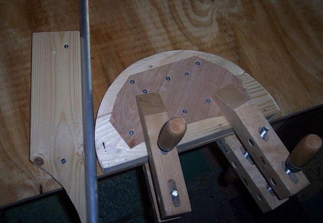 Деревянный шаблон для сгибания труб