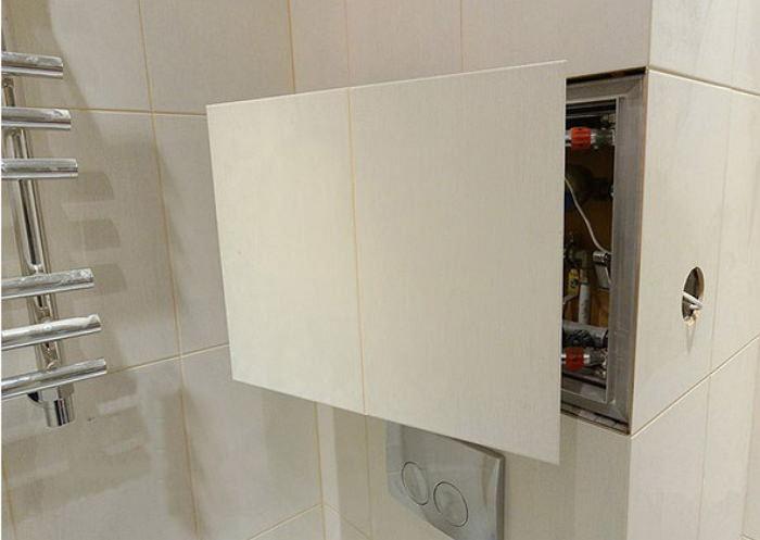 Скрытый ревизионный люк в ванной