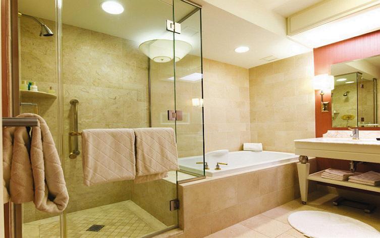 Светильники в ванную с защитой от влаги